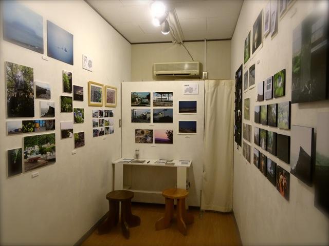 「233写真部フィールドワーク写真展2014 三宅島・南相馬」展示の様子